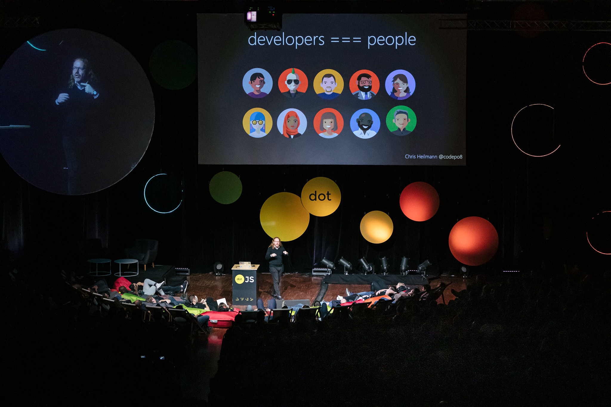 Chris Heilmann presenting at dotjs 2019 with a slide saying developers are people